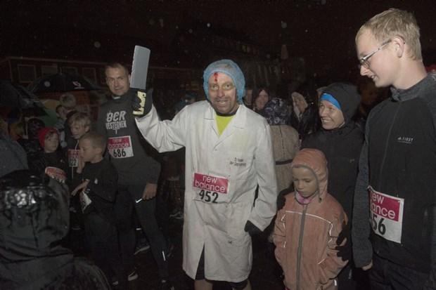 Se billeder fra Halloweenløbet: Regnen skræmte ikke Rønne