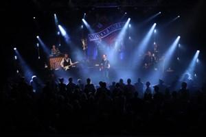 Coverband fremkaldte fællessang i Musikhuzet