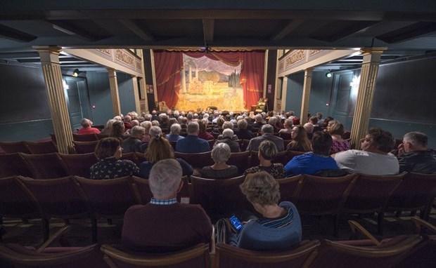 Teatrets store scene har brug for renovering