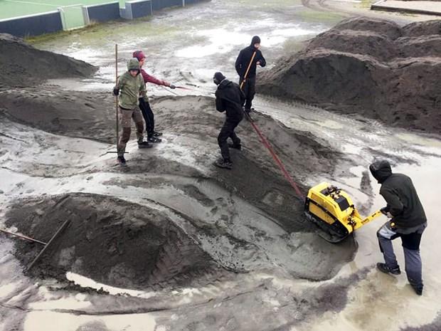 Værsgo og løft: 270 ton stenmel skal skabe cykelbane i Nyker
