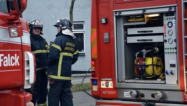 Brandvæsenet brugte syv timer på brændende sommerhus i Sandkås